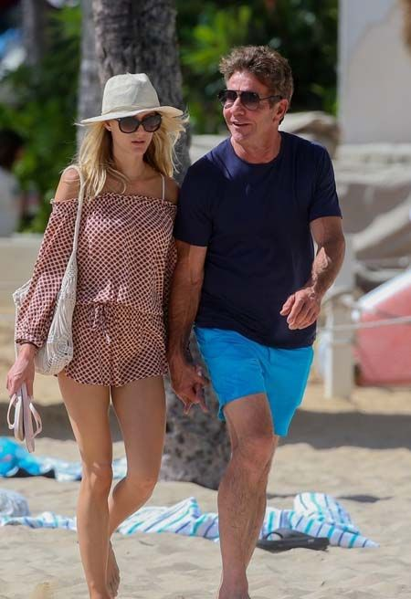 Dennis Quaid and his fiancee Laura Savoie during vacation.