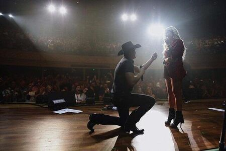 Jon Pardi's proposing his girlfriend Summer Duncan on stage.