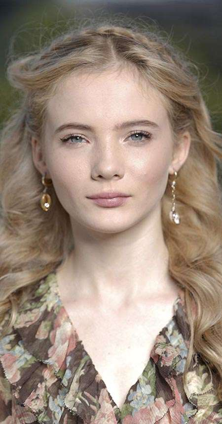 Freya Allan profile image during and interview.