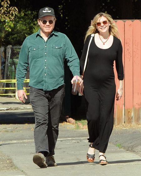 Jesse Plemons and Kirsten Dunst got engaged and she is pregnant in this image.