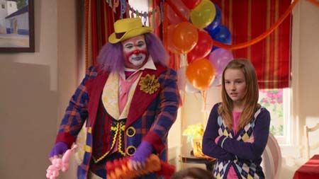 Kaitlyn Dever in the first season of Modern Family.