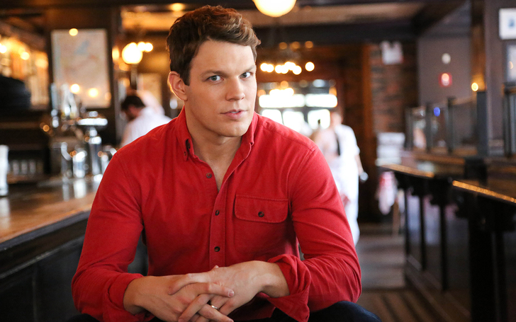Jake Lacy | Wife, Lauren Deleo, High Fidelity Hulu, Net Worth, The Office, How to Be Single, Christmas movie, Actor, Obvious Child, Children, Kids, Daughter