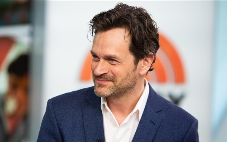 Tom Everett Scott | Wife, Kids, Net Worth, Council of Dads NBC, Sarah Wayne Callies, Scott Perry, Marvin Ferris, The Healing Powers of Dude Netflix, Son, Daughter, Family, Wiki, Bio