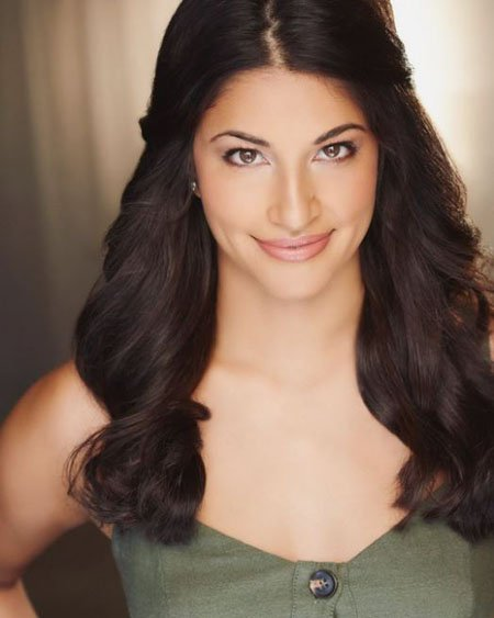 Richa Moorjani graduated from U.C. Davis with a minor in theatre and dance.