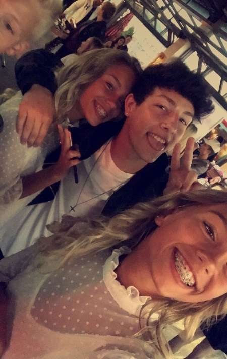 Tayler Holder with Lisa and Lena Mantler.