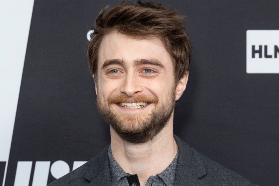 Daniel Radcliffe Reveals How He Broke Countless Wands During Filming of Harry Potter Series